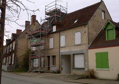 Tour et échafaudage de toit et souche cheminée Fresselines Creuse